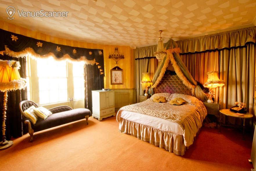 Hire Hotel Pelirocco The Lounge 11