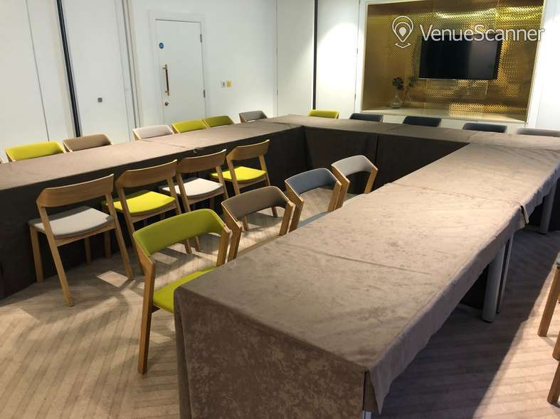 Hire Farmers & Fletchers In The City Court Room And Reception Area 8