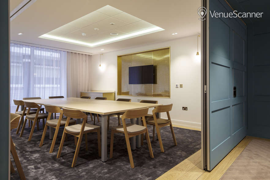 Hire Farmers & Fletchers In The City Court Room And Reception Area 2