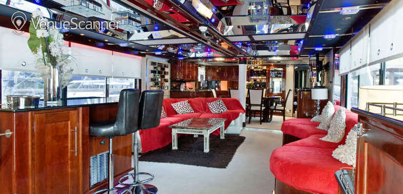 Hire Absolute Pleasure Yacht Exclusive Hire 4