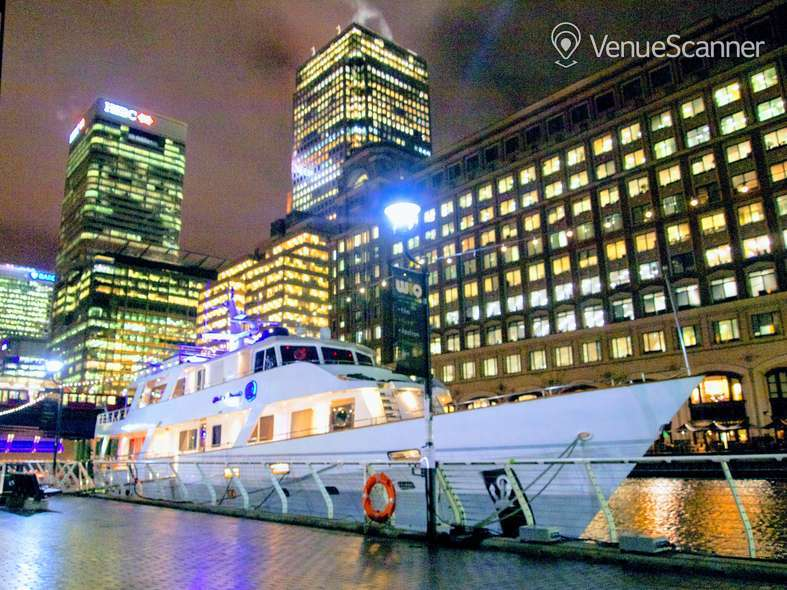 Hire Absolute Pleasure Yacht Exclusive Hire 9
