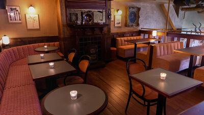 The Breakfast Club Canary Wharf, The Breakfast Pub: Mezzanine