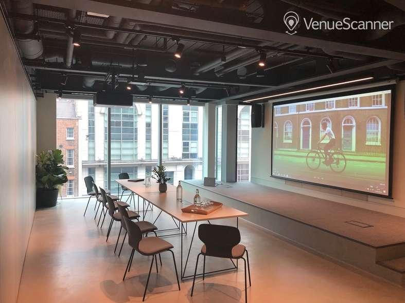 Hire HubHub Half Space - Meetings 1