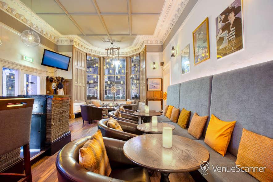 Hire No.32 Hotel And Bar Bar 3