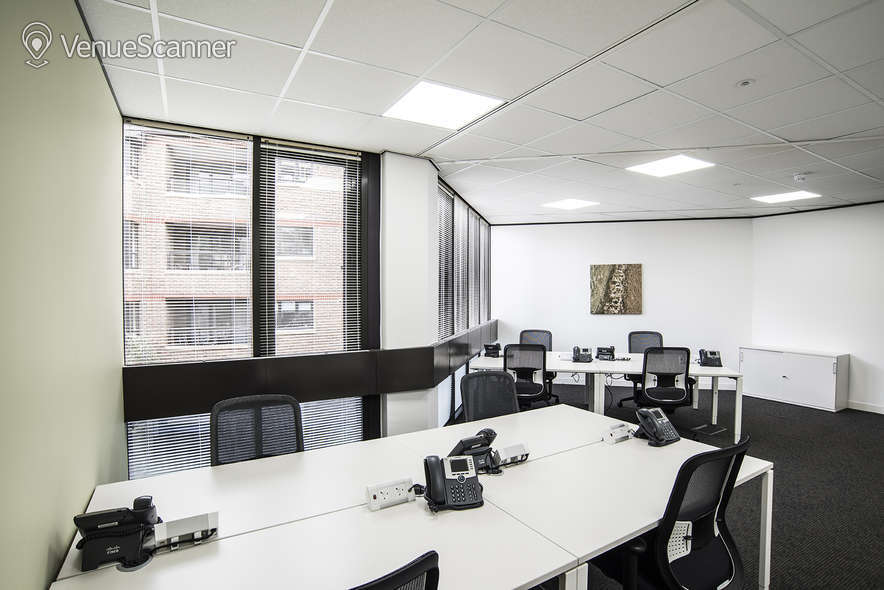 Hire Regus London Borough High Street MR2 1