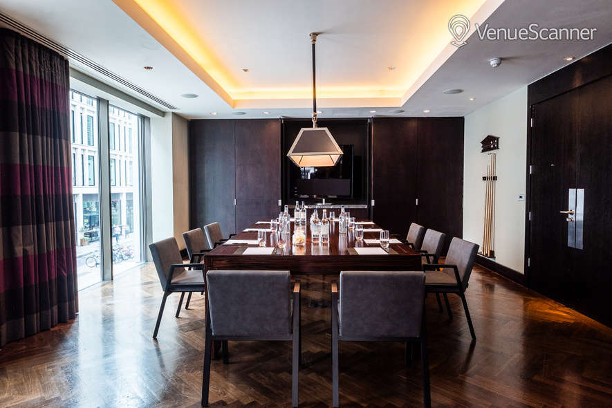 Hire South Place Hotel Solo 2