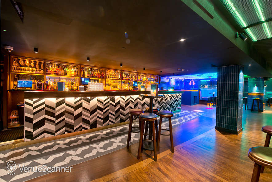 Hire Be At One - Liverpool Street Hideaway
