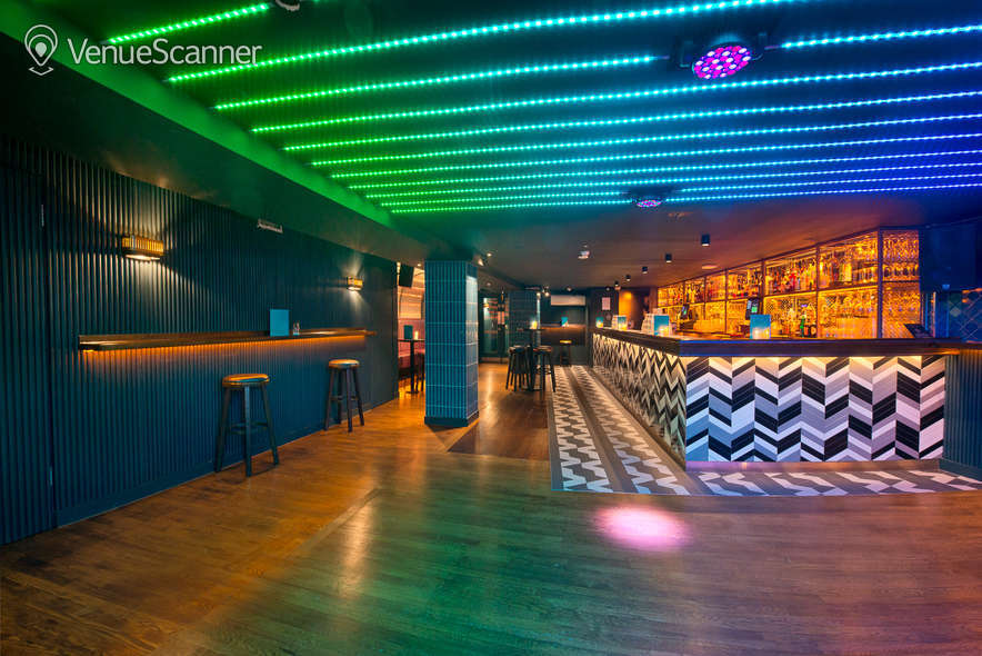 Hire Be At One - Liverpool Street Hideaway 5