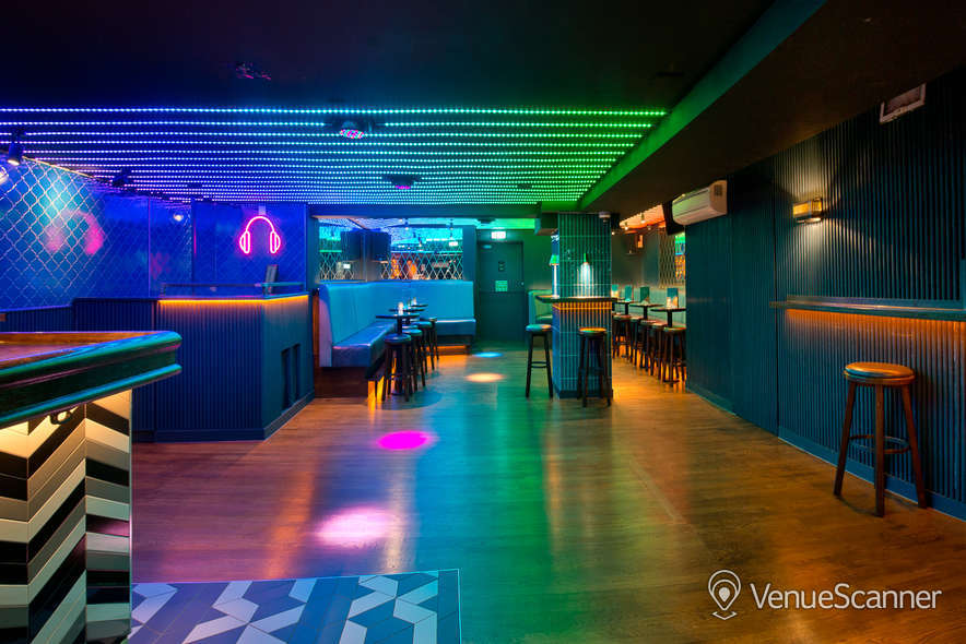 Hire Be At One - Liverpool Street Hideaway 3