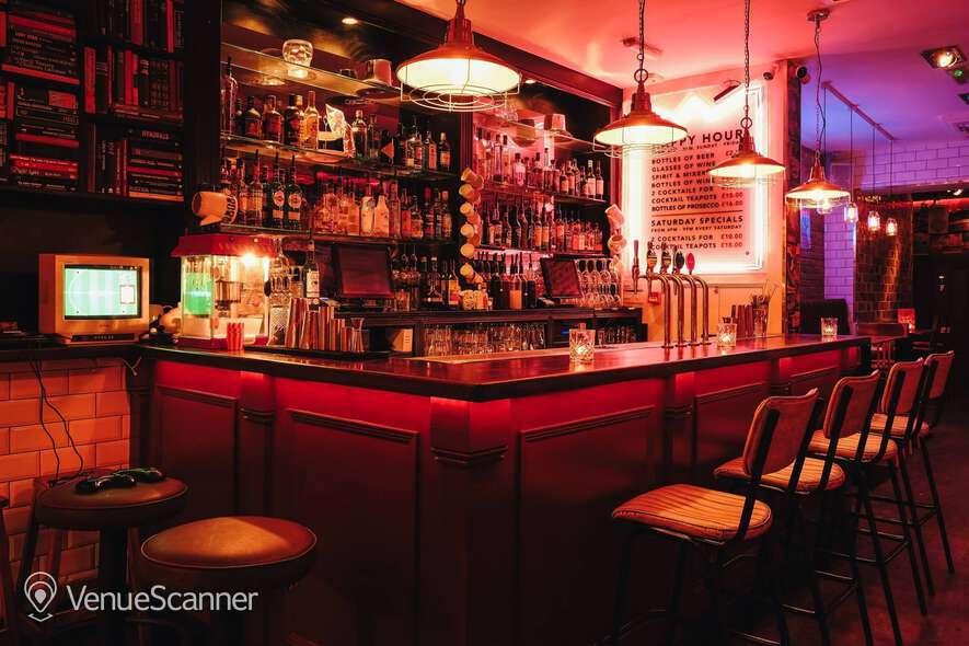 Hire Simmons Bar   Angel Main Bar 6