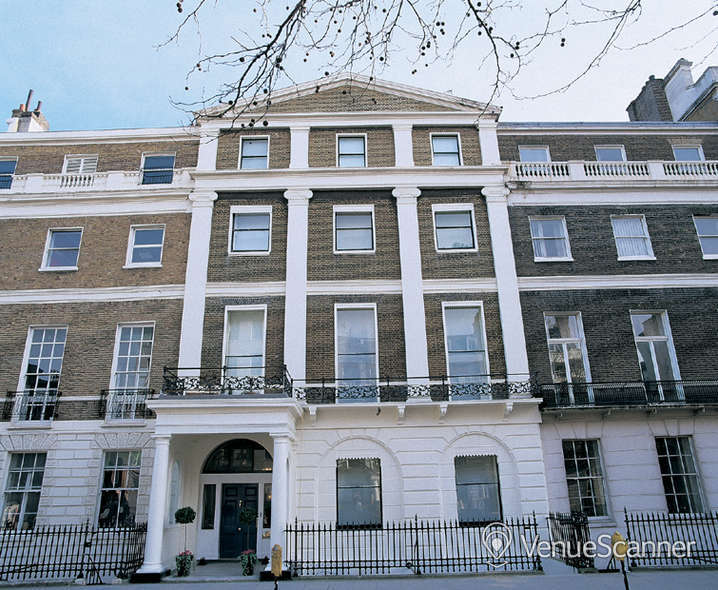 Hire 28 Portland Place Courtyard 1