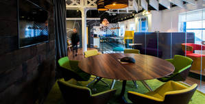 Amarelle Hq, Very Cool Space