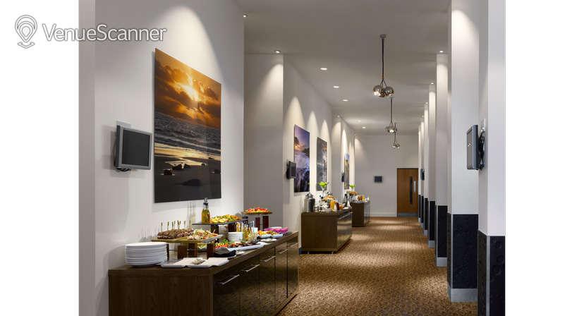 Hire Radisson Blu Hotel, Cardiff Blanco, Rosso & Verde Suite 2