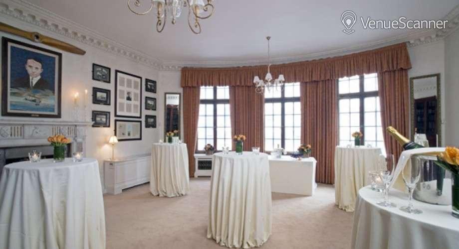 Hire No.4 Hamilton Place Sopwith Room 1